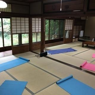 京都の神社でヨガワークショップ(お灸×ヨガ)