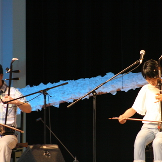色んな民族楽器を楽しみましょう!