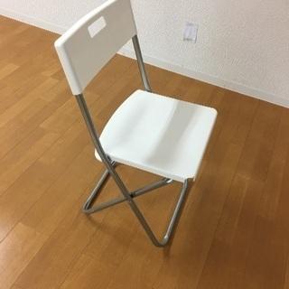 IKEAの椅子(折りたたみ可能)