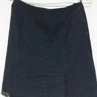 ストライプ柄のスカート