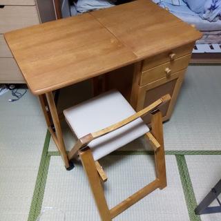 7月に購入。折りたたみ机。引き出し、折りたたみ椅子付き