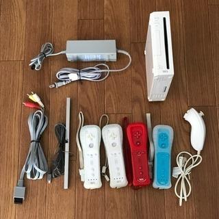 任天堂 Wii 本体、電源アダプター、リモコン、ヌンチャクなど一式...