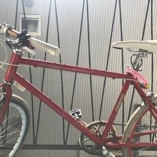 パンクした赤い自転車
