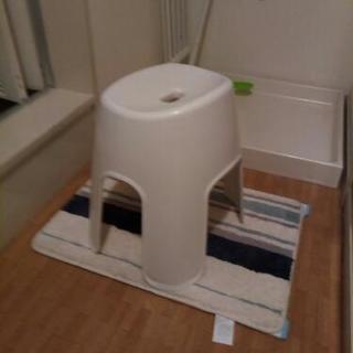 今年7月購入のニトリの抗菌風呂いす リコット  高さ40cm(WH)
