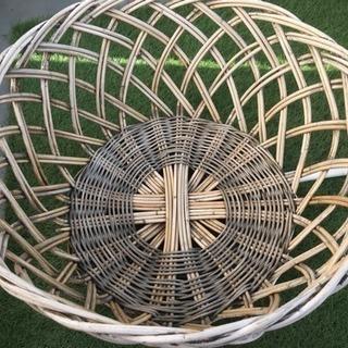 レトロな木製の籠