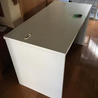 Simple white IKEA desk