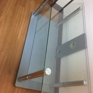 おしゃれなガラスのテレビ台(足立区)