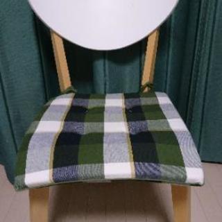 IKEAの組み立て式椅子
