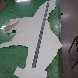 牛革ハギレ 希少ホワイト 大きめサイズ