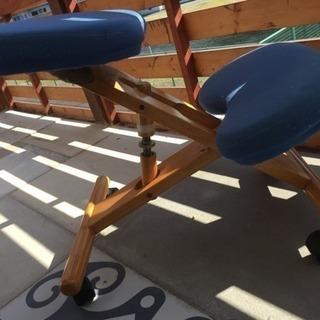 骨盤矯正と腰防止の為バランスチャア(椅子)