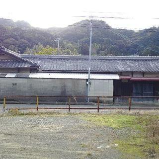 (´-ω-)ウム30万で木造長屋築70年、解体とガラ処分お願いします