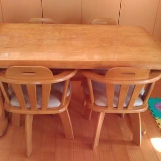 ダイニングテーブル売ります。4