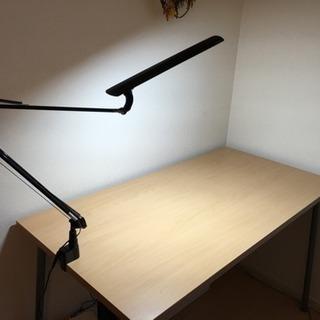 勉強机(テーブル)とスタンドライト おまけにコルクボード