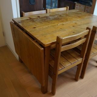 折り畳みテーブル付ダイニングテーブル。