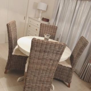 円形ダイニングテーブル・ホワイト・伸長式テーブル・インガートルプ