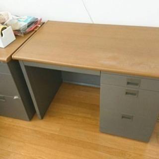 テーブル、椅子