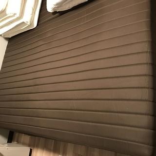 殆ど新品!NITORI製のセミダブルサイズのベッドの新古品になります。