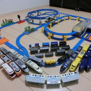 プラレール「ディズニーモノレール」と「おおきなドームのターミナル...