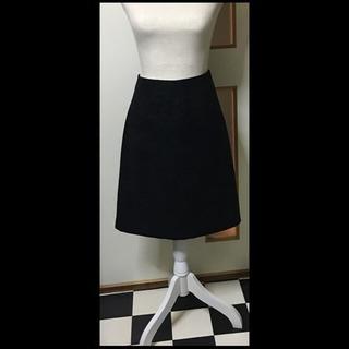 黒のひざ丈スカート(2)