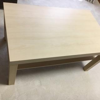 IKEAの軽いリビングテーブル 明るいナチュラル