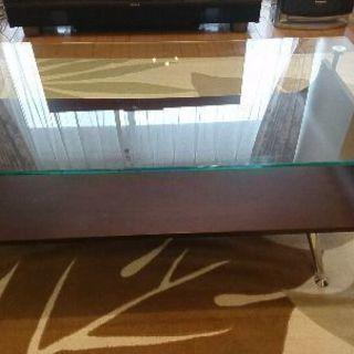 木とガラスのローテーブルを売ります