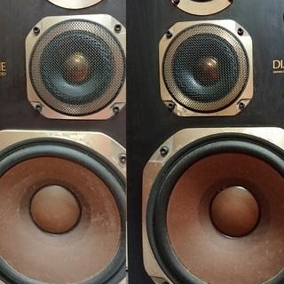 ダイヤトーンDS-53Dジャズやフュージョン向け少し固めの音です。