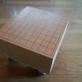 重厚な将棋の碁盤