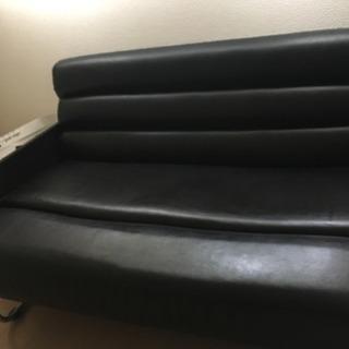 黒いソファ