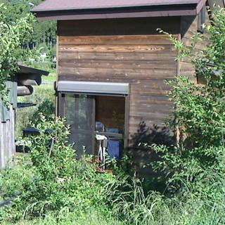電気窯と灯油窯と電動ろくろとコンプレッサを備えた陶芸工房付きの山荘