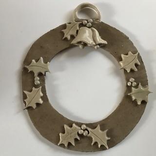 ハンドメイド 陶器のクリスマスリース