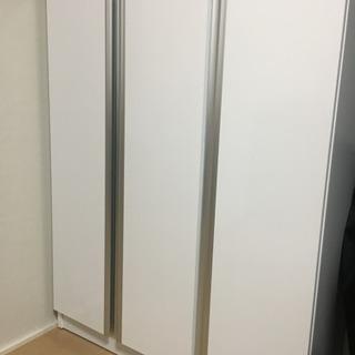 白い扉つき棚