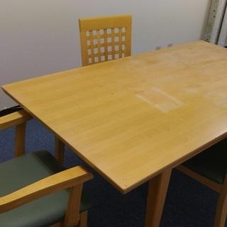 広めのダイニングセット(テーブルと椅子4脚)
