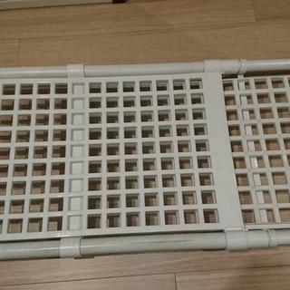 つっぱり棚(つっぱり棒で止める方式の棚・奥行31・幅63~90です)