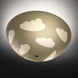 IKEAの雲シーリングライト