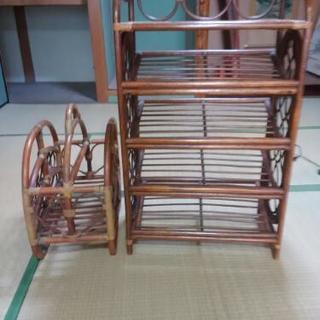 籐製の棚とマガジンラックの2点セットです。