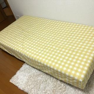 子供用のベッドですが、大人も使えます