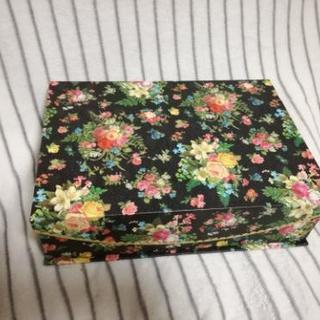 花柄が可愛い収納ボックス