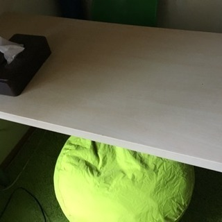 IKEAのテーブルです