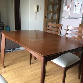 値下げ ダイニングテーブルと椅子二脚