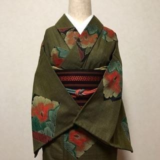 美品。椿柄のバロック調ウール、単衣。