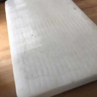 セミダブルのベッド