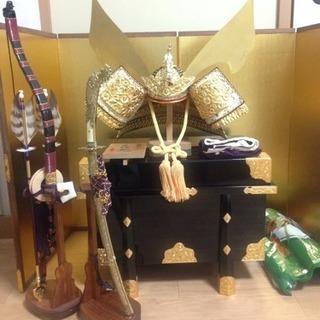 五月人形 兜 刀 弓矢 兜置きの台 専用の飾り布 金色の屏風