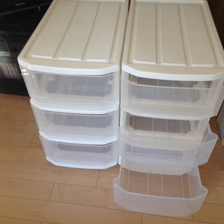 リビング収納、プラスティック製3段ケース(キャスター付き・2個)