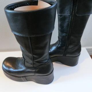 黒のショートブーツ(MODE KAORI 中古品)を出品します。