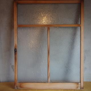 昭和レトロな建具、スリガラスの窓