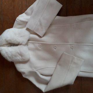 白いファー付きコート