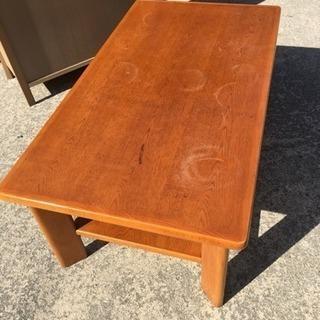小さめカリモクのテーブル