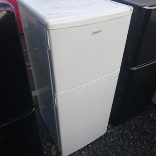 2ドア冷蔵庫。。
