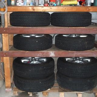 スタッドレスタイヤ15インチ&同じタイヤに装着する新品樹脂製チェーン