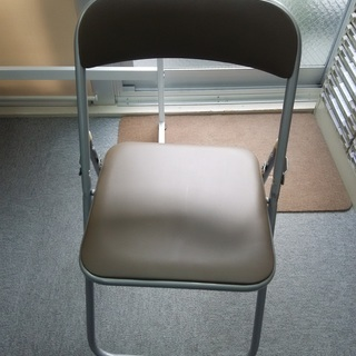 折りたたみパイプ椅子をお譲りします。